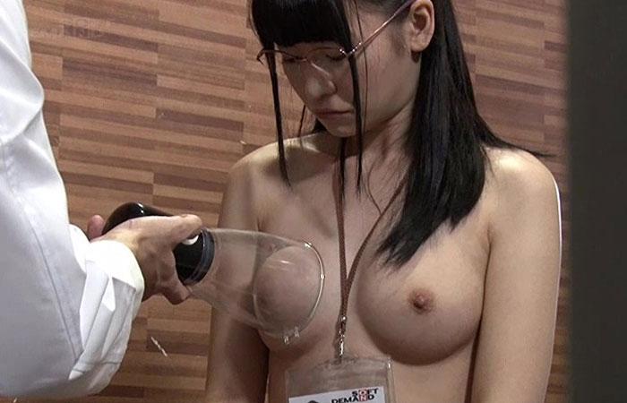 SOD女子社員の健康診断がやりすぎだと問題に。チンコまで挿入されてる盗撮映像 01