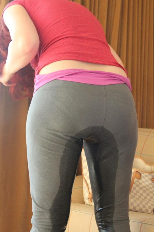 【失禁エロ画像】まさにゲームオーバー…ズボン履いたまま大量お漏らしwww 04