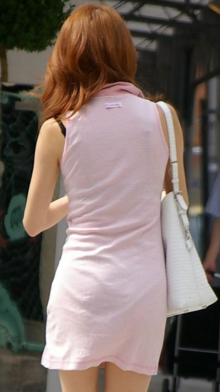 【透けブラエロ画像】また来年のお楽しみw薄着を見たら透けブラのチェックwww 08