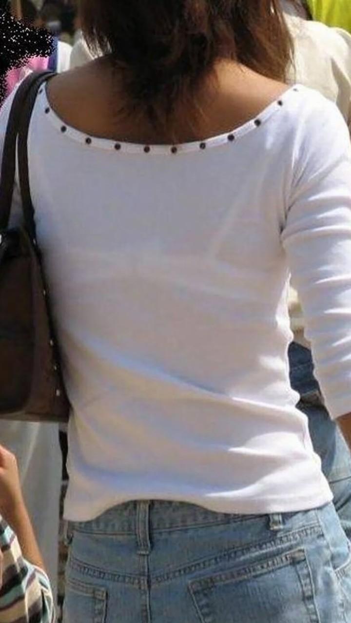 【透けブラエロ画像】また来年のお楽しみw薄着を見たら透けブラのチェックwww 09
