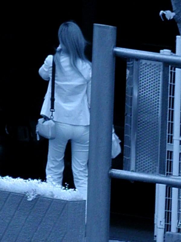 【赤外線エロ画像】赤外線カメラの前では隠し通せない街角の透け下着www 12