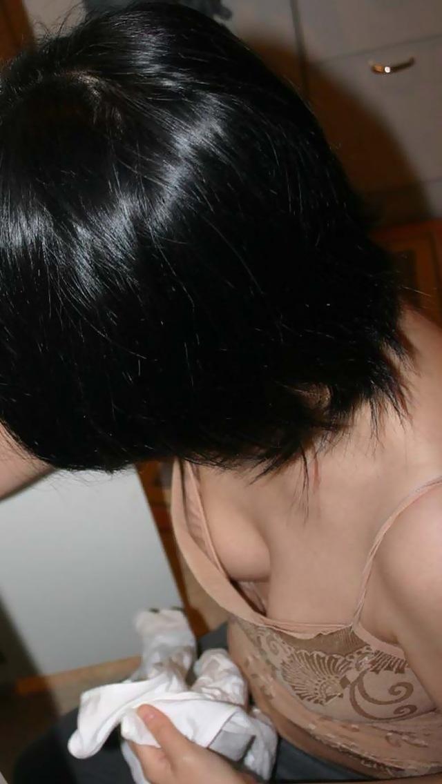 【胸チラエロ画像】緩めば視線が集まるw小さくても見ちゃう魅惑の胸元www 09
