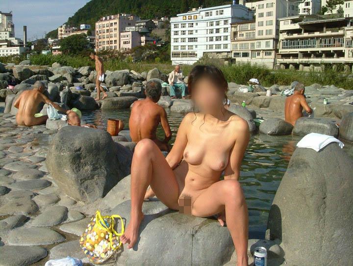 【露天風呂エロ画像】カメラ持ち込めばプレイと化す!温泉を満喫する裸婦www 11