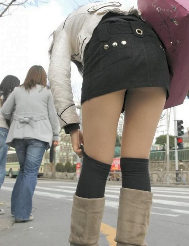 【美脚エロ画像】ブーツで絶対領域!冬でも堪能させてくれる街の美脚www 01
