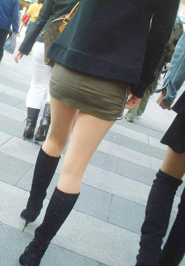 【美脚エロ画像】ブーツで絶対領域!冬でも堪能させてくれる街の美脚www 03