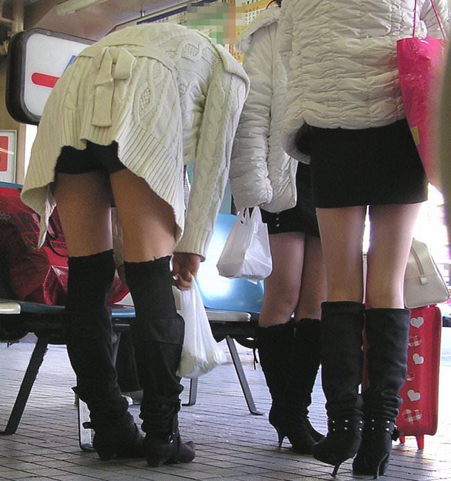 【美脚エロ画像】ブーツで絶対領域!冬でも堪能させてくれる街の美脚www 08