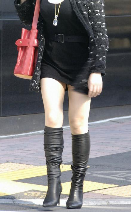 【美脚エロ画像】ブーツで絶対領域!冬でも堪能させてくれる街の美脚www 12