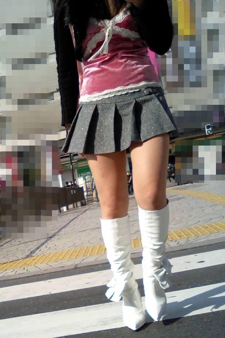【美脚エロ画像】ブーツで絶対領域!冬でも堪能させてくれる街の美脚www 14