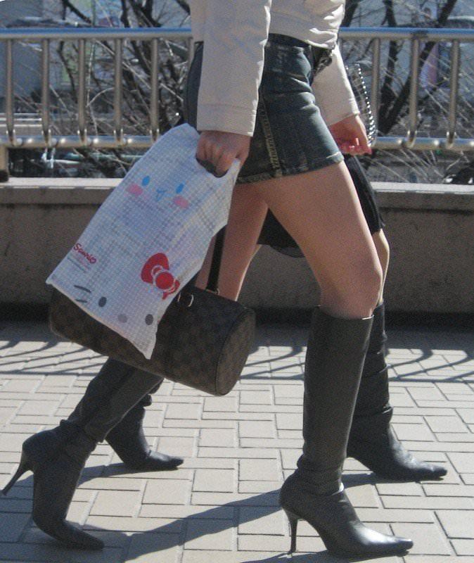 【美脚エロ画像】ブーツで絶対領域!冬でも堪能させてくれる街の美脚www 15