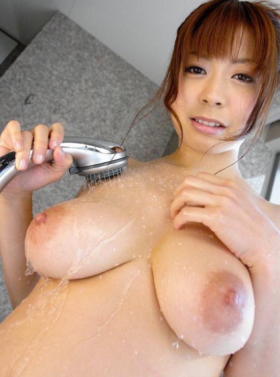 【入浴エロ画像】一緒に入ったら洗ってあげるべき!シャワー中の濡れ美乳www 10