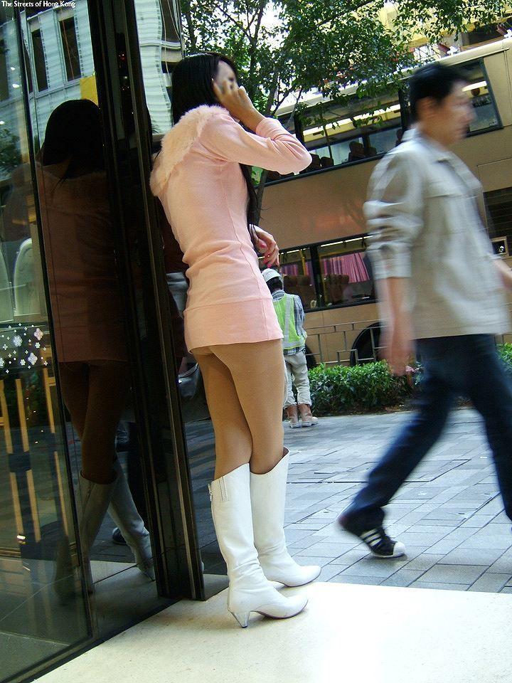 【チラリズムエロ画像】パンツ見えなくてもコレなら諦めつくwミニスカ尻チラwww 10