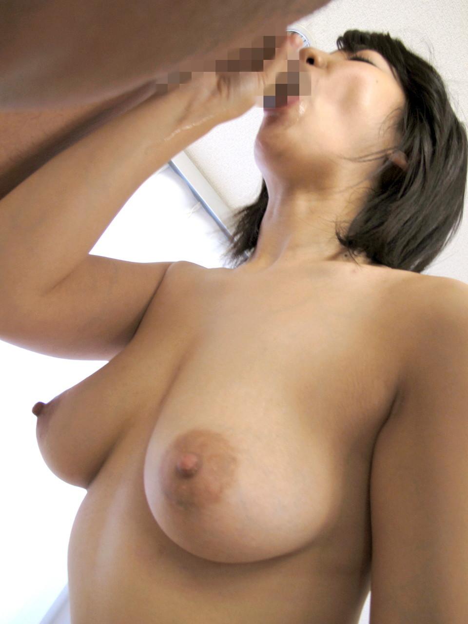 【フェラチオエロ画像】男根啜ってる下にそびえる絶景のフェラ中おっぱいwww 04