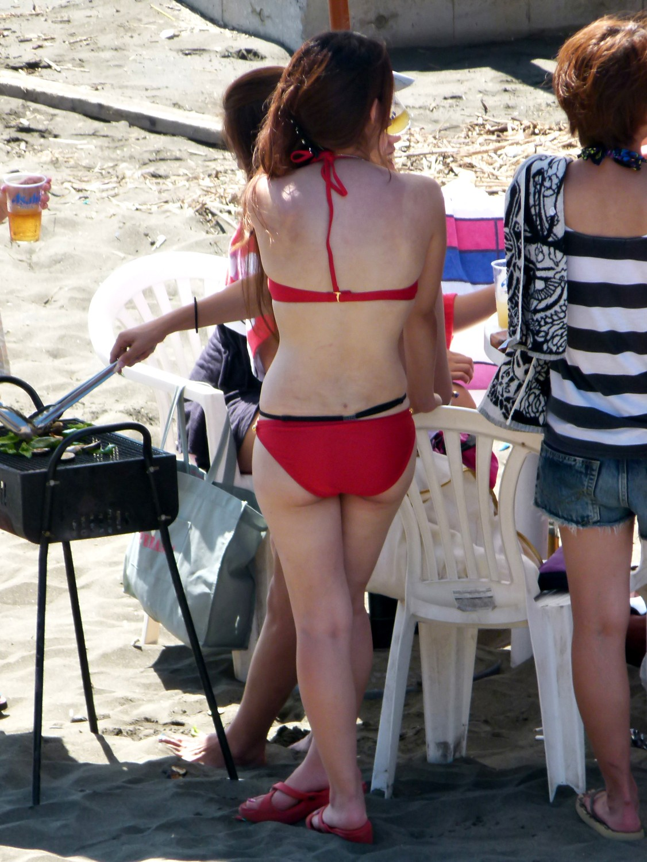 【水着エロ画像】ナンパ待ちの食い込みかも…ビキニ素人たちの欲しがるハミ尻www 09