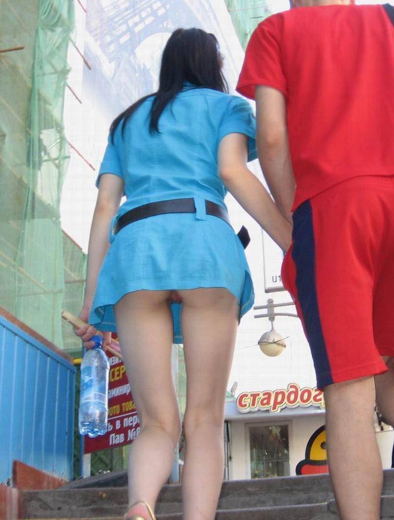 【パンチラエロ画像】絶好のチャンス!階段を上がるミニスカを斜め下から激写www 11