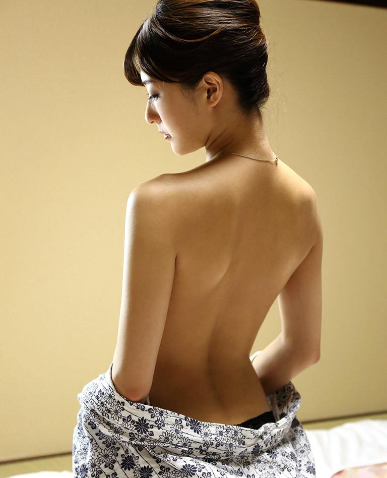 【うなじエロ画像】ここも舐めるリストの鉄板w綺麗で艶っぽい美女のうなじwww 09