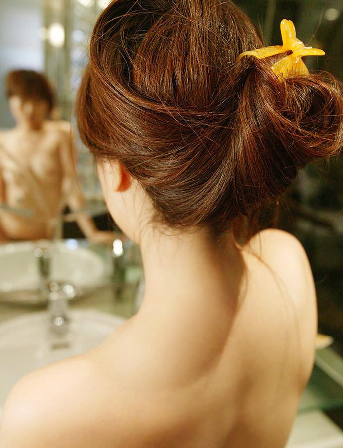 【うなじエロ画像】ここも舐めるリストの鉄板w綺麗で艶っぽい美女のうなじwww 11