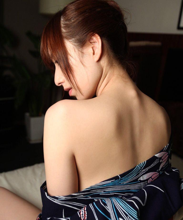 【うなじエロ画像】ここも舐めるリストの鉄板w綺麗で艶っぽい美女のうなじwww 13