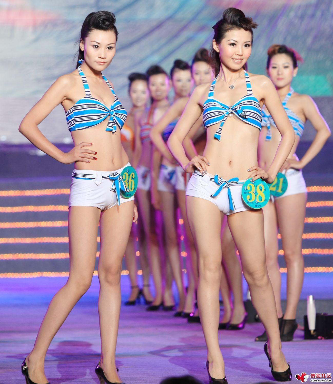 【キャンギャルエロ画像】入れ過ぎた気合が股間に…中国キャンギャルのマンスジwww 06