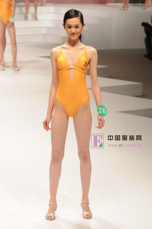 【キャンギャルエロ画像】入れ過ぎた気合が股間に…中国キャンギャルのマンスジwww 08
