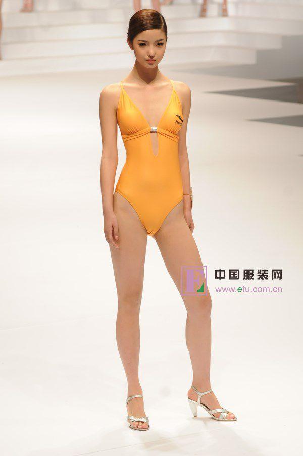 【キャンギャルエロ画像】入れ過ぎた気合が股間に…中国キャンギャルのマンスジwww 10