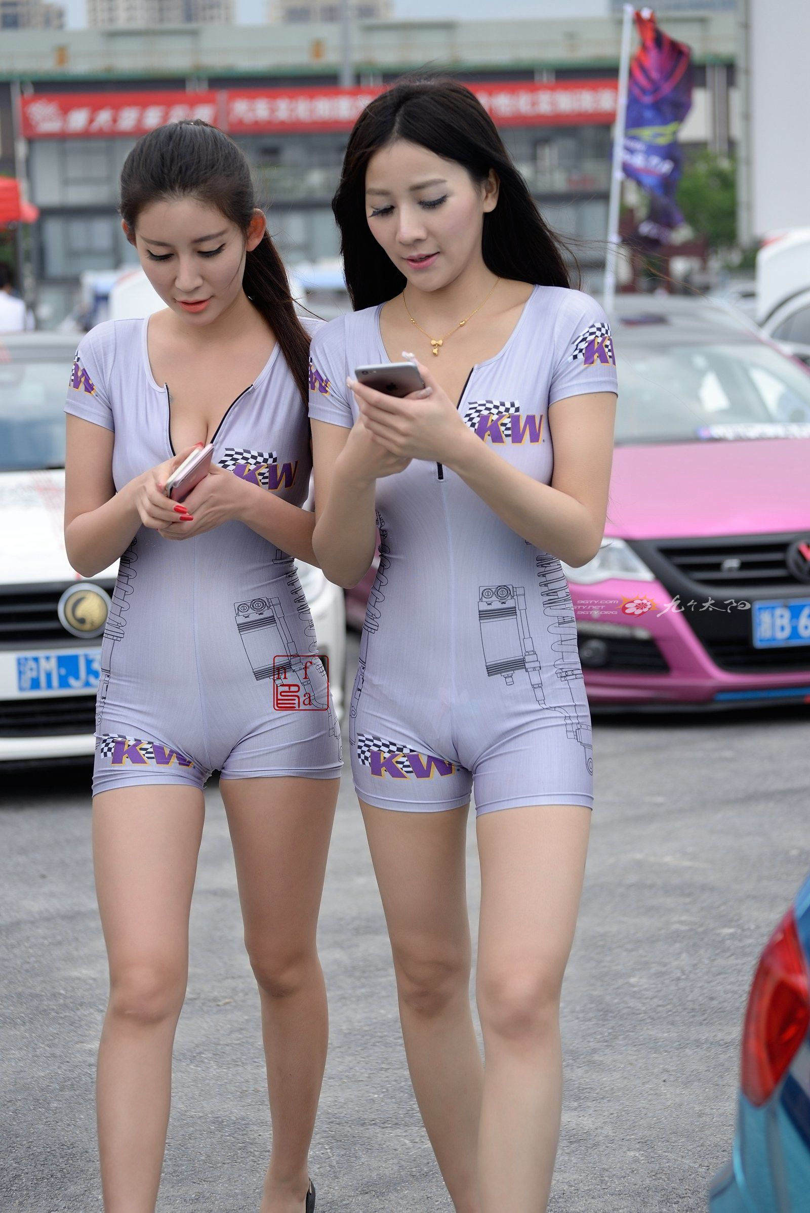 【キャンギャルエロ画像】入れ過ぎた気合が股間に…中国キャンギャルのマンスジwww 15