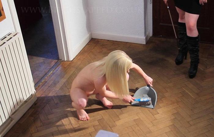【海外エロ画像】家事しながらいつでもヤれる状態wお家では裸族の外人さんwww 001