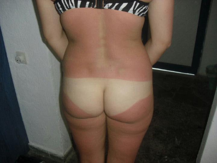 【日焼けエロ画像】真っ白過ぎて真っ赤に染めたくなる!日焼けあと残した美尻www 06