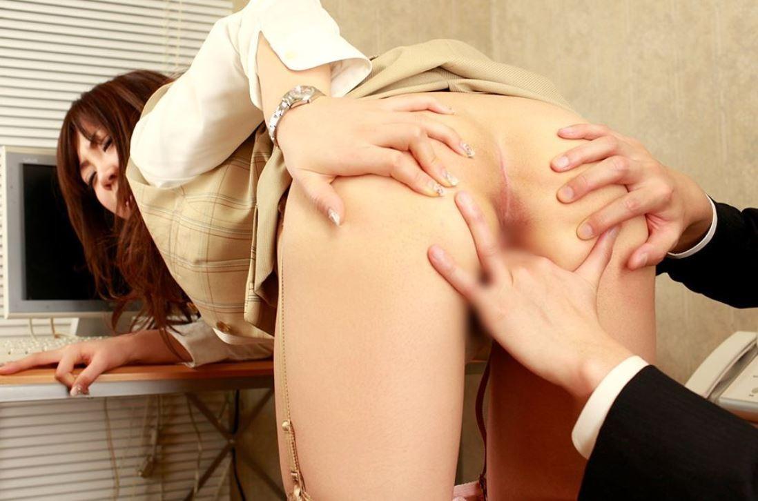 【愛撫エロ画像】さあ何本入る?3本以上は危険な気がする指マン責めwww 09