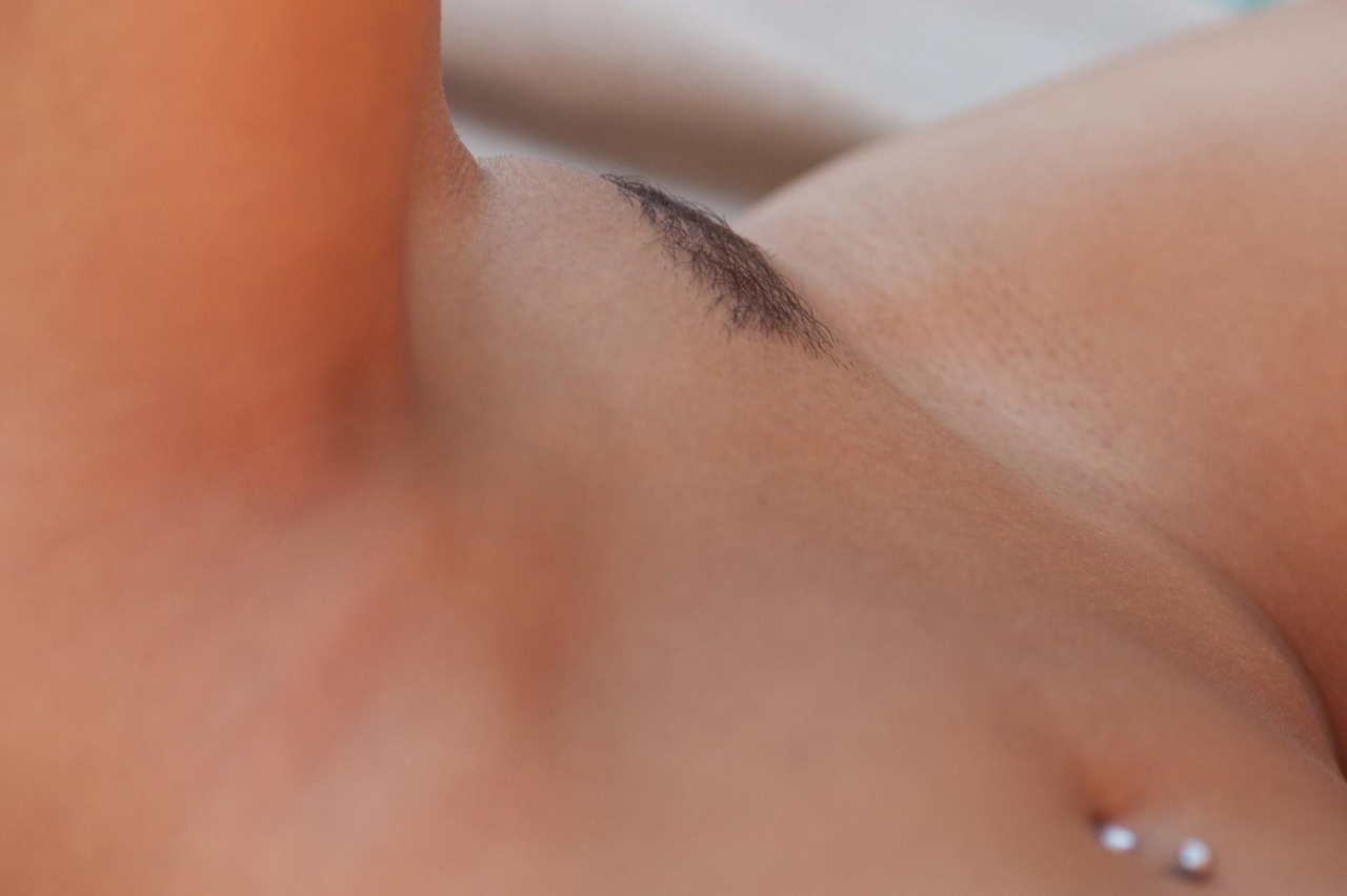 【股間エロ画像】この盛り上がりは侮れないw名器の証なモリマン土手www 11