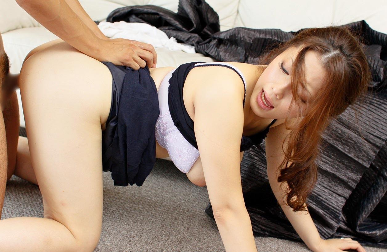 【性交エロ画像】超急ぎだとパンツもそのまま!忙しいから着衣セックスwww 14