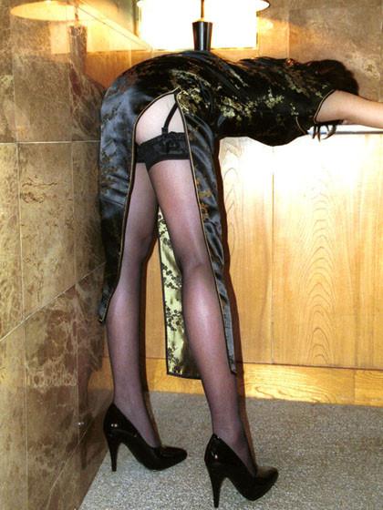 【コスプレエロ画像】捲りたいそのスリットw美脚が際立つチャイナドレスwww 03
