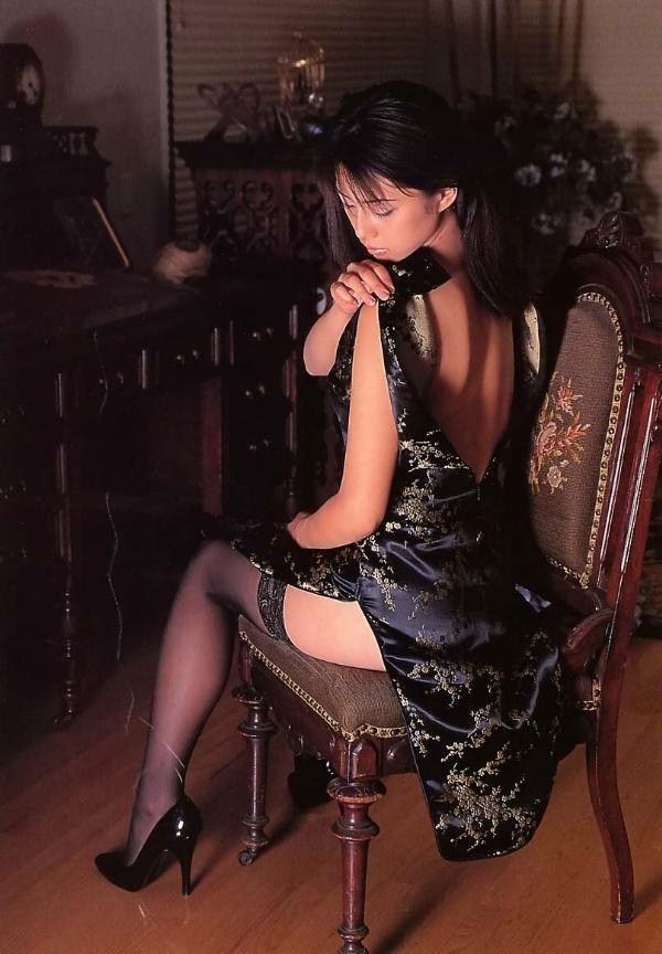 【コスプレエロ画像】捲りたいそのスリットw美脚が際立つチャイナドレスwww 04