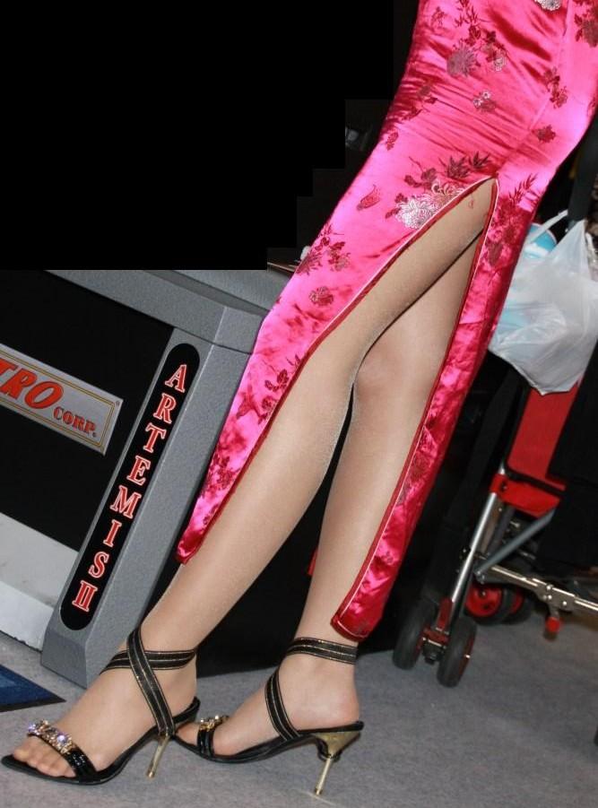 【コスプレエロ画像】捲りたいそのスリットw美脚が際立つチャイナドレスwww 09
