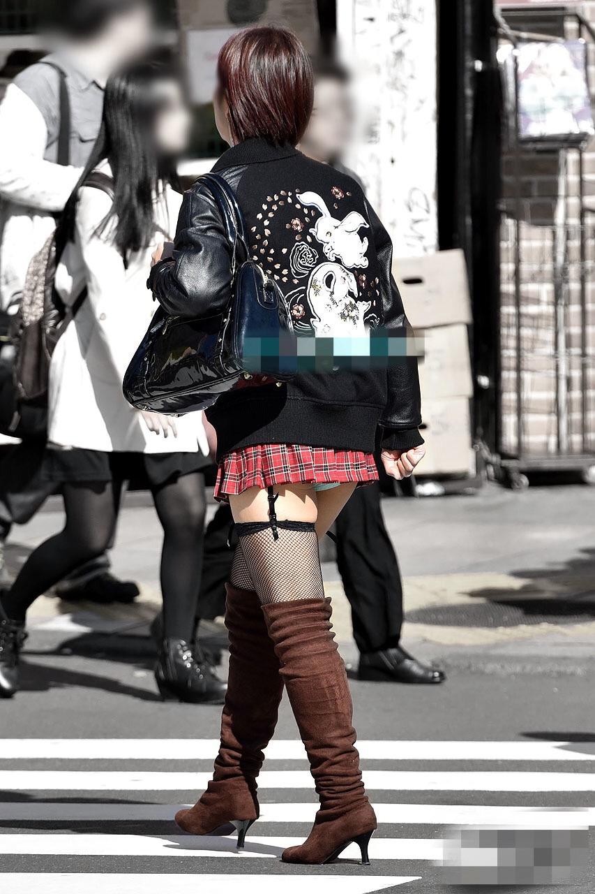 【美脚エロ画像】太いから太ももなんですw夢中で見ちゃう街のミニスカ下半身www 04