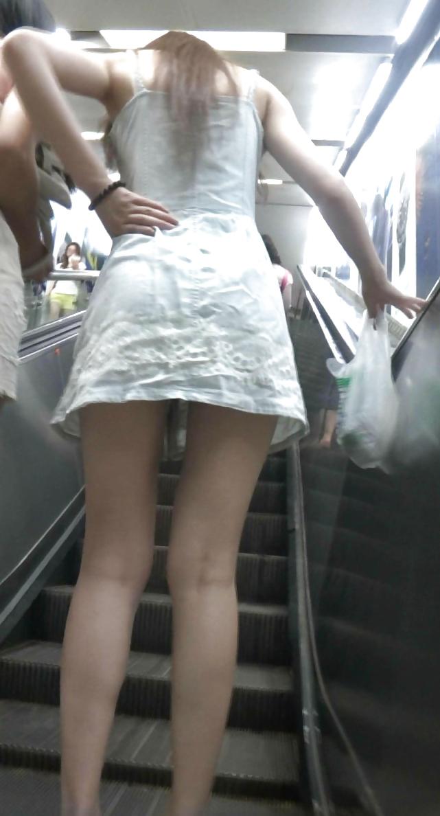 【美脚エロ画像】太いから太ももなんですw夢中で見ちゃう街のミニスカ下半身www 07