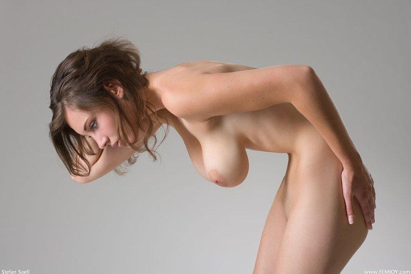 【巨乳エロ画像】垂れ下がる程柔らかいんですw掬い上げたい下向きおっぱいwww 14