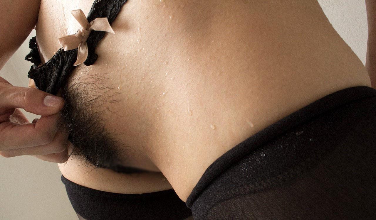【陰毛エロ画像】太くて硬い毛がアソコを守るように…鉄壁の剛毛系女子www 10