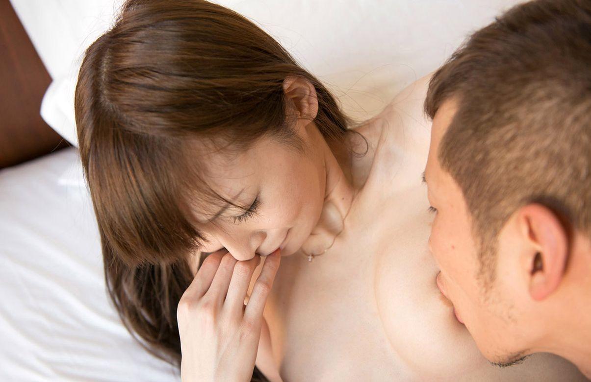 【おっぱいエロ画像】吸えるなら何時間でもw敏感乳首をお口で愛撫なうwww 04