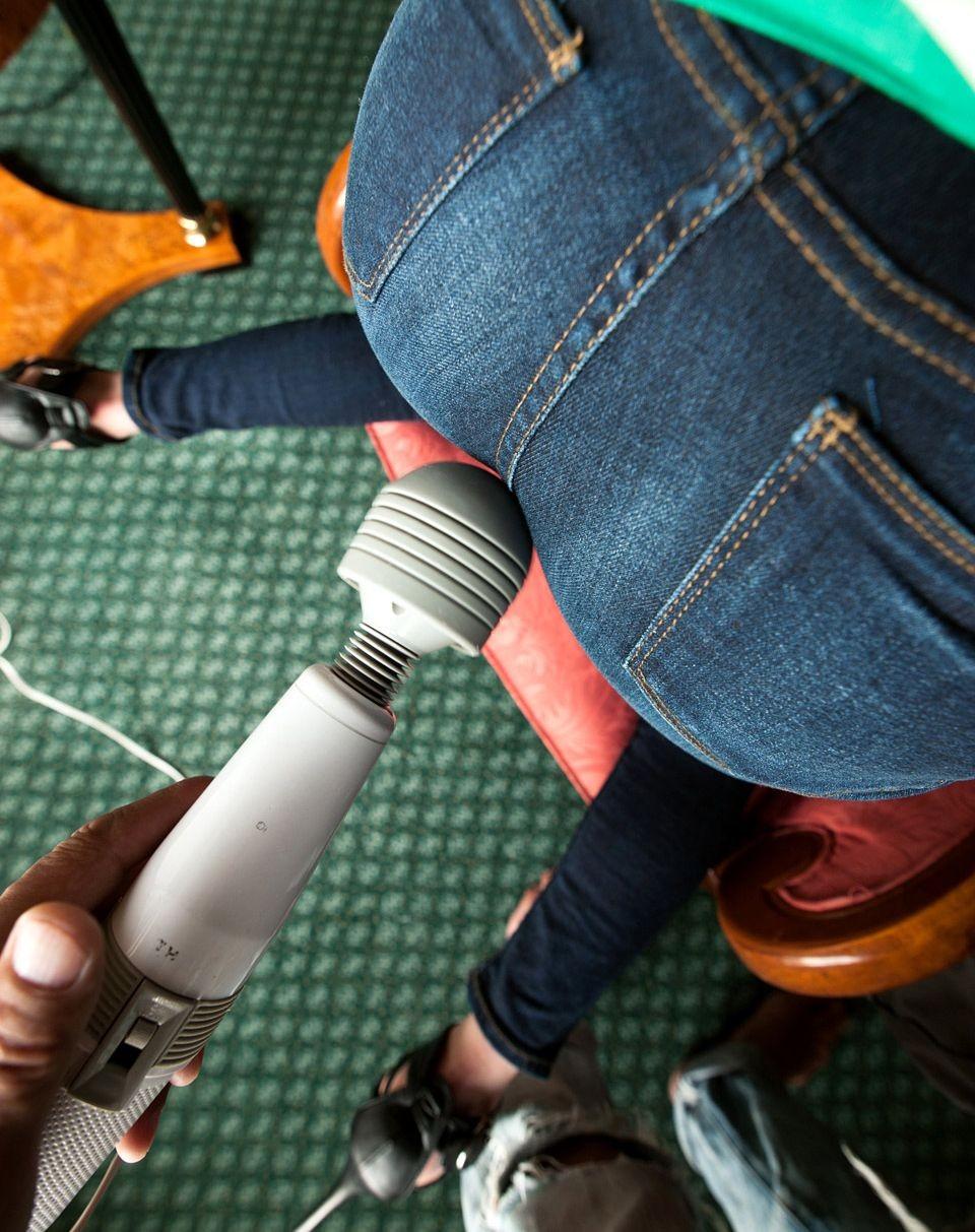 【玩具エロ画像】女イカセたければコレが手っ取り早いw最強の電マ責めwww 11