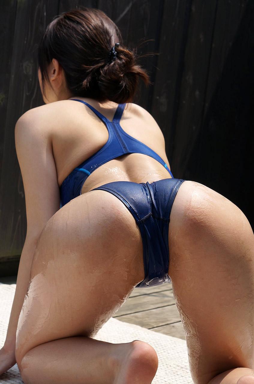 【競泳水着エロ画像】巨尻に凄く似合うw食い込みハミ出しにスジもそそる競泳水着www 11