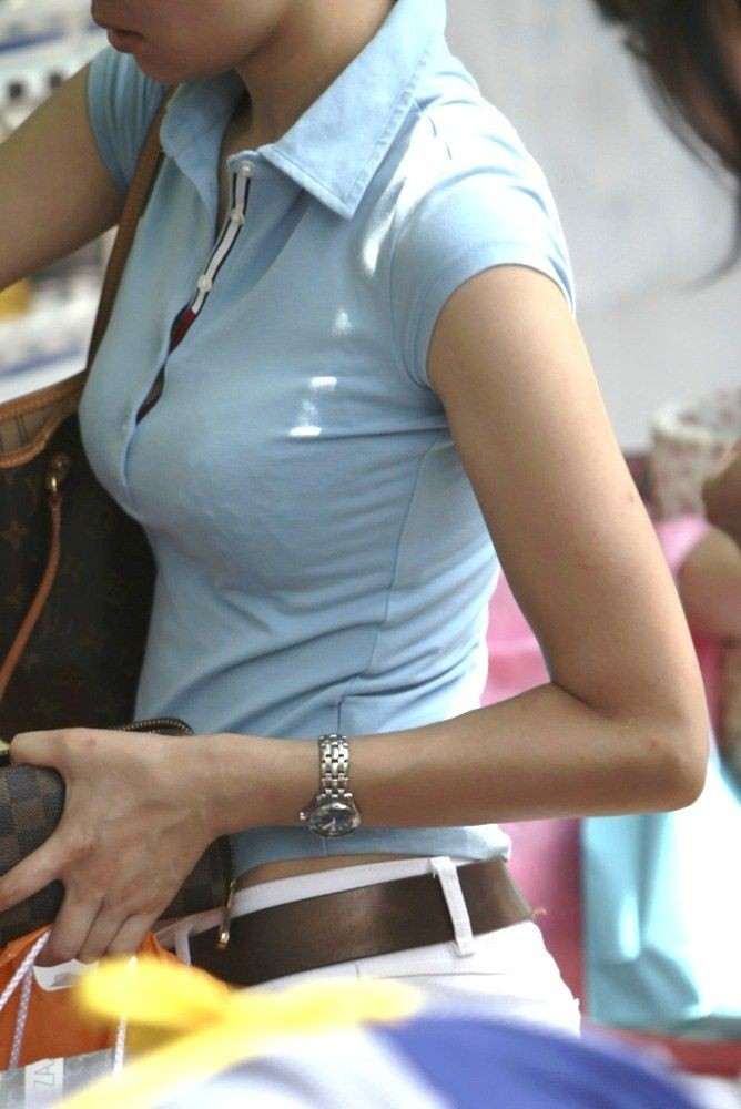 【巨乳エロ画像】注目浴びたがっている膨らみ!?目立ち過ぎた街の乳袋www 03
